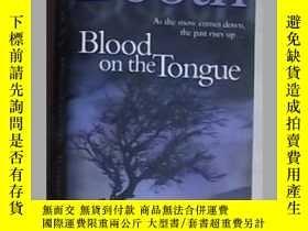 二手書博民逛書店英語原版罕見《 Blood on the Tongue 》 St