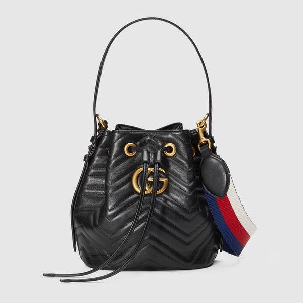 【雪曼國際精品】Gucci GG Marmont 復古風牛皮縫線肩揹斜揹水桶包 (黑色)