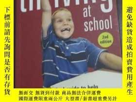 二手書博民逛書店Thriving罕見at School: A Practical