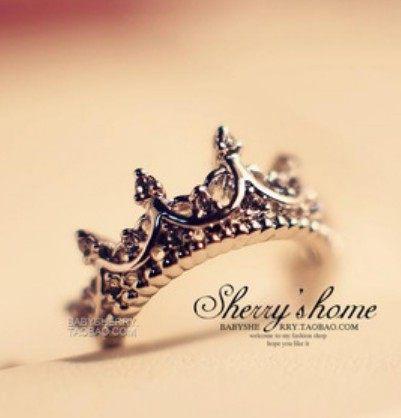 ►歐美時尚女王 鏤空閃鑽雕花皇冠食指尾戒指【B2081】