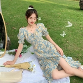 法式碎花連身裙女夏季2021新款溫柔風設計感泡泡袖方領開叉長裙子 童趣屋 免運