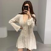針織洋裝 韓國chic極簡主義 優雅V領單排扣麻花紋修身喇叭袖短裙【【八折搶購】】