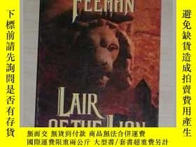 二手書博民逛書店英文原版罕見Lair of the Lion by Christ