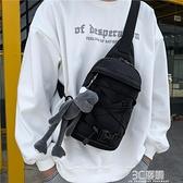 原宿潮酷抽繩胸包2021新款日系學生工裝機車暗黑男女款單肩斜挎包 3C優購