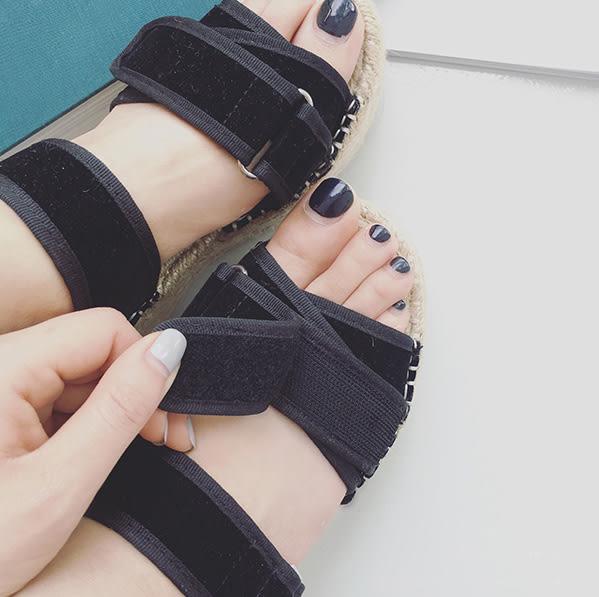 厚底涼鞋拖鞋 露趾魔鬼氈草編厚底坡跟鬆糕鞋涼鞋 艾爾莎【TSE8636】