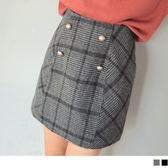 《CA1399》裝飾排釦格紋A字包臀短裙 OrangeBear