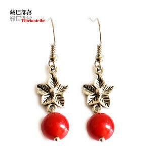 藏銀雕花藏飾紅珊瑚耳飾