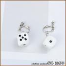『坂井.亞希子』趣味一下白色骰子造型耳環