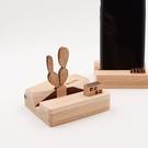 芬多森林|台灣檜木手機座-黃毛掌,亦可放置名片,DM,菜單供客戶拿取,客製化雷射雕刻