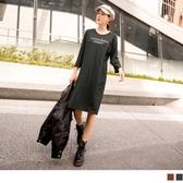 《DA8017-》台灣製造。高含棉英字印花扭結長袖洋裝 OB嚴選