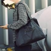 休閒單肩包男士斜挎包手提旅行包運動包健身包行李包青年潮大容量『蜜桃時尚』