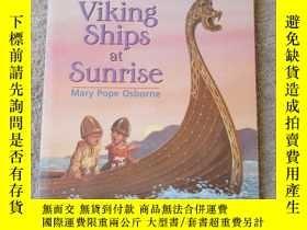 二手書博民逛書店Viking罕見Ships at Sunrise (Magic