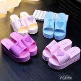 拖鞋女夏季可愛桃心厚底涼拖鞋居家浴室軟底中跟一字拖防滑沙灘鞋     艾維朵