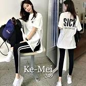 克妹Ke-Mei【AT68339】NEW YORK背後字母開叉長T+雙槓運動褲套裝