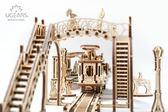 Ugears 自我推進模型 機械小鎮 叮叮車車站 機械齒輪結構 精緻擺設 紓壓DIY 療育火車