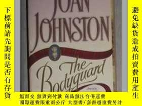 二手書博民逛書店英文原版罕見The Bodyguard by Joan John