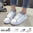 [Here Shoes]休閒鞋-夜光跟高4CM 鬆糕底 簡約純色 反光夜光鞋 休閒鞋 小白鞋 -KW901-2