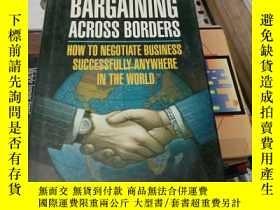 二手書博民逛書店BARGAINING罕見ACROSS BORDERS討價還價的跨