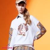 【SHOWCASE】格紋拼接圓領捲髮娃前短後長休閒長袖大學T恤(白)