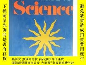 二手書博民逛書店Asimov s罕見Guide to ScienceY16465