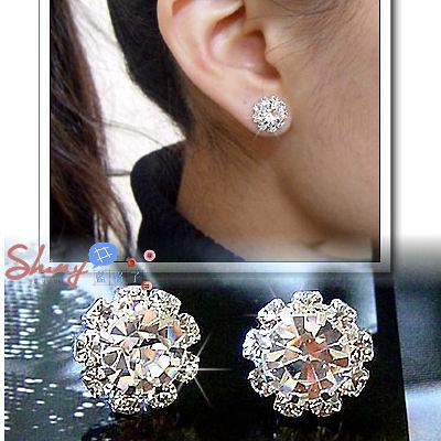 【20A44】shiny藍格子-獨特設計.時尚閃亮太陽花造型鑽石耳環