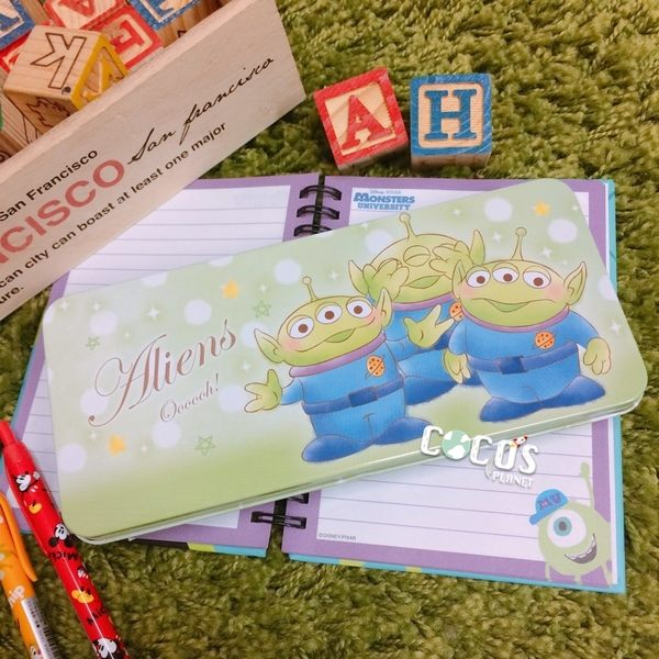 日本迪士尼鐵筆盒 玩具總動員 三眼怪 滿版 鐵筆盒 鐵鉛筆盒 鐵盒 收納盒 COCOS TP140