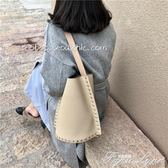 春夏新款時髦簡約鉚釘手提水桶包百搭時尚大包女 范思蓮恩