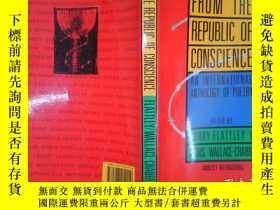 二手書博民逛書店From罕見the republic of conscience: An international anthol