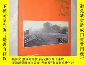 二手書博民逛書店Writing罕見from India (Figures in