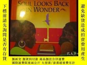 二手書博民逛書店Soul罕見Looks Back in Wonder(進口原版,