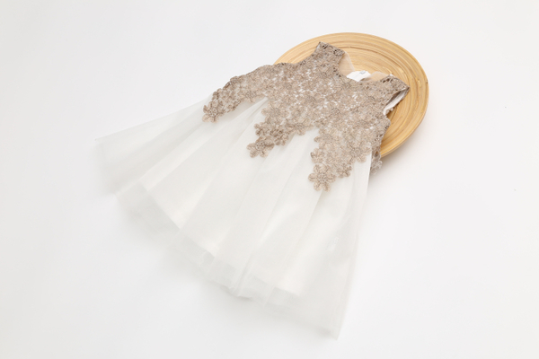 女Baby女童洋裝白色貴族風洋裝金色雕花洋裝小伴娘女花童裝現貨 歐美品質