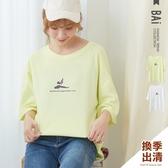 T恤 瑜珈女孩的美麗英字印圖寬版落肩圓領上衣-BAi白媽媽【301032】