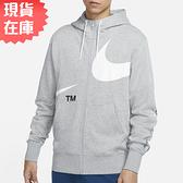 【現貨】Nike SPORTSWEAR SWOOSH 男裝 外套 連帽 休閒 大LOGO 斷勾 袖管刺繡 灰【運動世界】DD6088-063