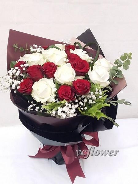 玫瑰花束紅白之愛