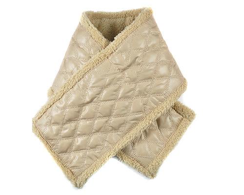 經典菱格穿插式圍巾 駝色|脖圍 圍巾 保暖圍巾 冬季脖圍 保暖圍巾【mocodo魔法豆】