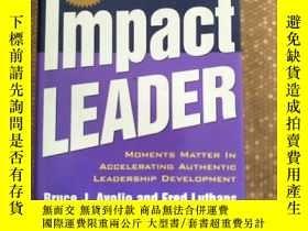 二手書博民逛書店The罕見High Impact Leader: Moments