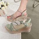 楔形鞋 厚底鬆糕坡跟涼鞋女2021年夏季新款仙女風時裝一字帶百搭羅馬高跟 韓國時尚 618