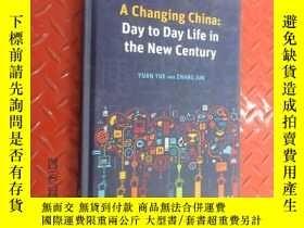 二手書博民逛書店英文罕見A CHANGING CHINA DAY TO DAY IN THE NEW CENTURY 硬精裝Y