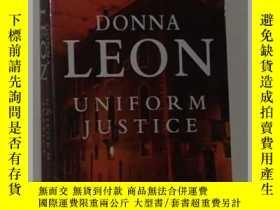 二手書博民逛書店《罕見Uniform Justice 》[Paperback]