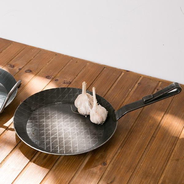 79折+贈清潔球刷 ▎德國turk 熱鍛造鐵鍋-短柄24cm|炒鍋 煎鍋 手工 無塗層 環保 德國原裝 好生活