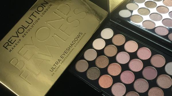 英國 Makeup Revolution BEYOND FLAWLESS 32色 全珠光大地色系珠光眼影盤