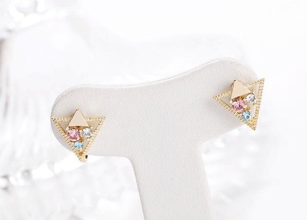 正韓個性交疊三角鑲鑽夾式耳環~夏綠蒂didi-shop