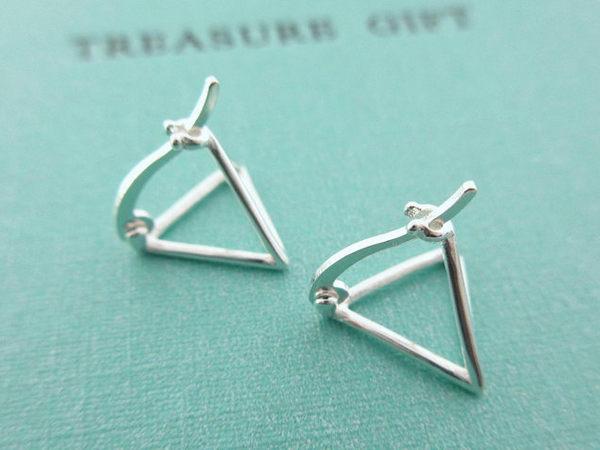 ☆§海洋盒子§☆立體簍空三角形.純銀易扣針式耳環《925純銀耳環》