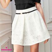 【SHOWCASE】鏤空玫瑰裝飾皮帶打褶短裙(白)
