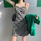 洋裝 性感連衣裙夏季v領斑馬紋輕熟風吊帶裙女收腰小個子短裙ins