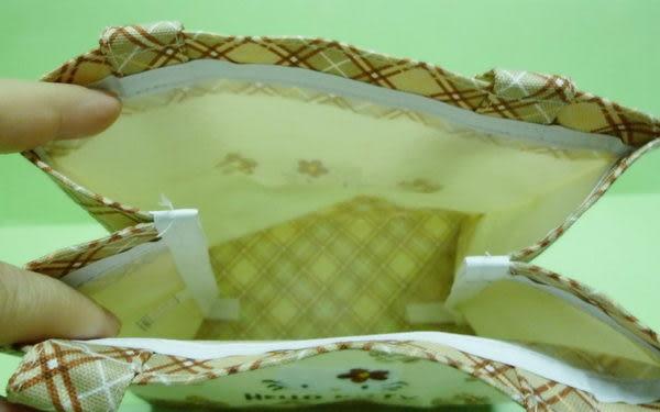 【震撼精品百貨】Hello Kitty 凱蒂貓~小手提袋『米黃底格子小花』