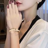 輕奢白貝板材手鐲彎曲金屬質感手錬ins小眾設計韓版時尚網紅手飾