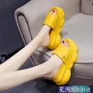 增高拖鞋 拖鞋女外穿潮夏季新款鬆糕厚底楔形內增高厚底鬆糕涼拖鞋涼鞋 星河光年