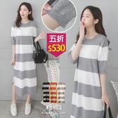 【五折價$530】糖罐子寬條紋五分袖羅紋針織洋裝→現貨【E54585】