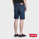 Levis 男款 505寬鬆直筒牛仔短褲 / 深藍微刷白 / 彈性布料